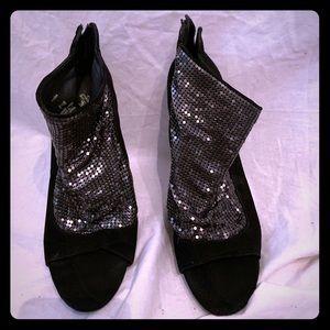 Sequin detailed heels